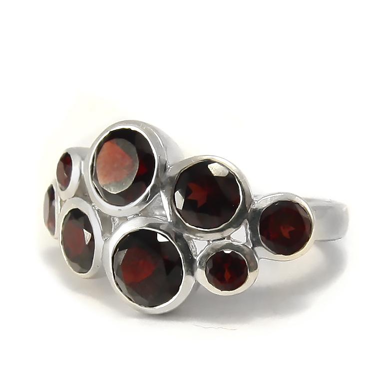 Сребърен пръстен с гранати