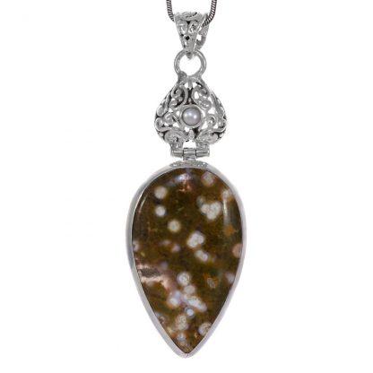 Голям медальон с океански яспис и перла в сребърен обков