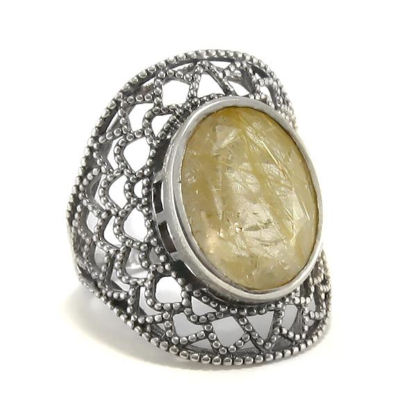 Масивен сребърен пръстен с рутилов кварц.