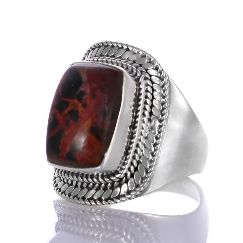 Сребърен пръстен с пилбара яспис.