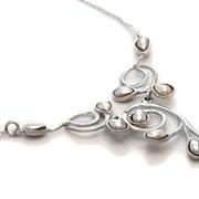 Нежно сребърни колие с перли