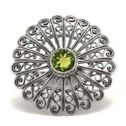 Сребърен филигранен пръстен с перидот