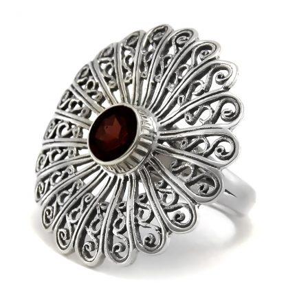 Сребърен филигранен пръстен с гранат