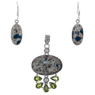 Сребърен комплект с обеци и медальон с K2 (азурит в кварц)