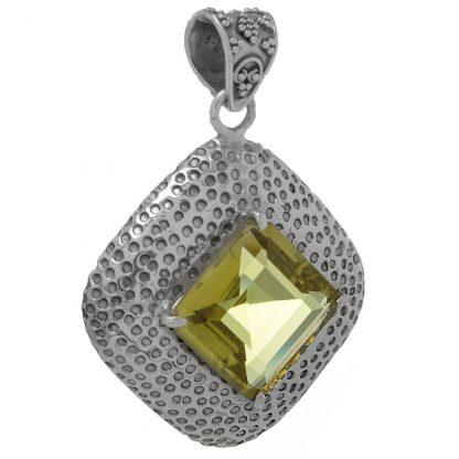 Медальон с едър лимонов кварц в сребърен обков