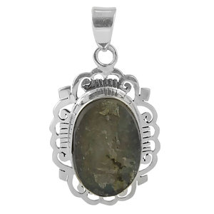 Сребърен медальон с необработен лабрадорит