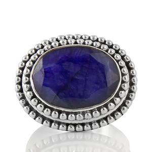 Масивен сребърен пръстен със сапфир