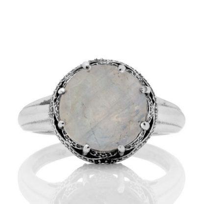 Пръстен с фасетиран лунен камък в сребърен обков