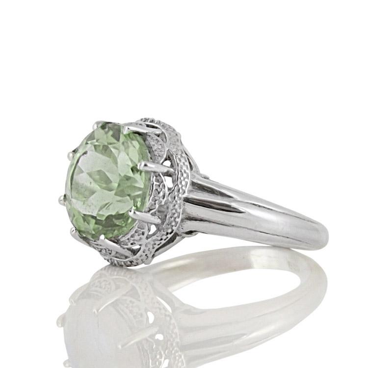 Сребърен пръстен с празиолит (зелен аметист) в орнаментиран обков