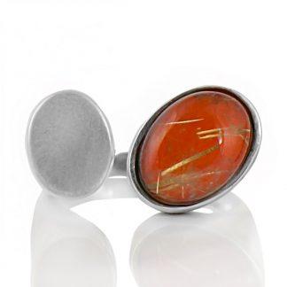 Сребърен пръстен с кабошон рутилов кварц върху подложка от карнеол