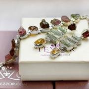 Сребърни бижута с естествени необработени камъни.