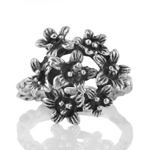 Сребърен пръстен с орнаментация на цветя