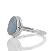 Нежен сребърен пръстен с естествен австралийски опал