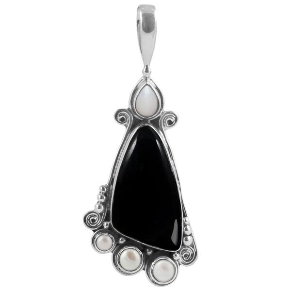 Едър сребърен медальон с черен оникс и перли