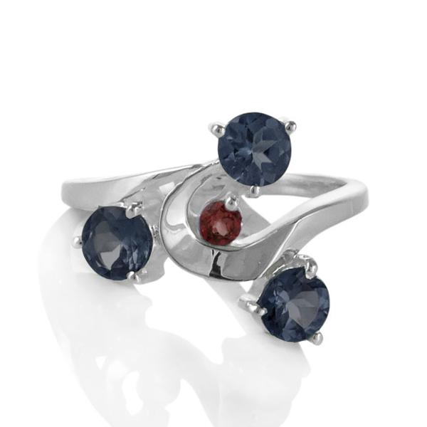 Сребърен пръстен с иолити и малък гранат