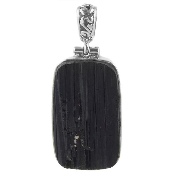 Сребърен медальон с необработен черен турмалин