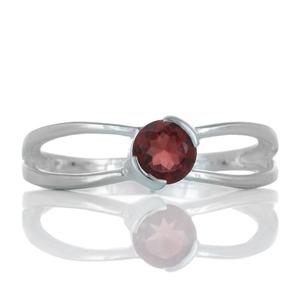 Нежен сребърен пръстен с гранат