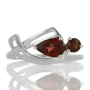 Нежен сребърен пръстен с фасетирани гранати