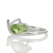 Нежен сребърен пръстен с перидоти