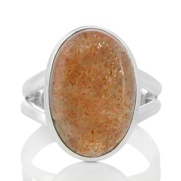 Сребърен пръстен с овален слънчев камък