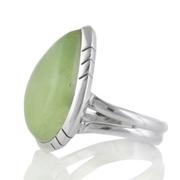 Сребърен пръстен с капковиден кабошон пренит