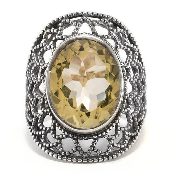 Едър сребърен пръстен с фасетиран цитрин