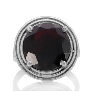 Сребърен пръстен с едър фасетиран гранат