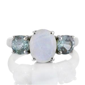 Сребърен пръстен с лунен камък и сини топази