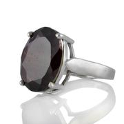 Изчистен сребърен пръстен с фасетиран гранат
