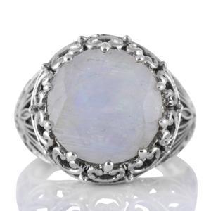 Едър сребърен пръстен с фасетиран лунен камък