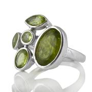 Сребърен пръстен с фасетирани перидоти