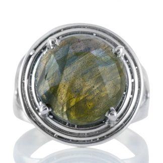 Сребърен пръстен с едър фасетиран лабрадорит