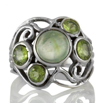 Сребърен пръстен с пренит и фасетирани перидоти