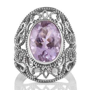 Едър орнаментиран сребърен пръстен с блед аметист