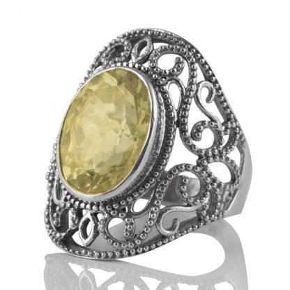 Едър орнаментиран сребърен пръстен с лимонов кварц