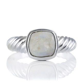 Сребърен пръстен с фасетиран лунен камък