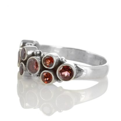 Сребърен пръстен с малки гранати