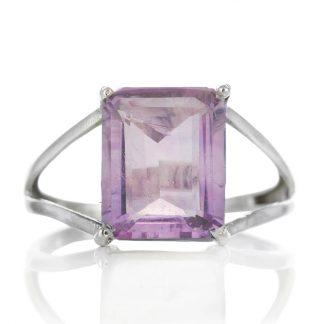 Изчистен сребърен пръстен с правоъгълен аметист