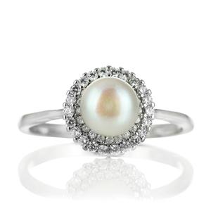 Нежен сребърен пръстен със сладководна перла и циркони