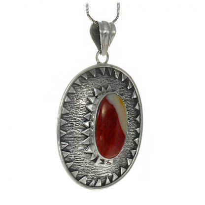 Медальон с мукаит в сребърен обков