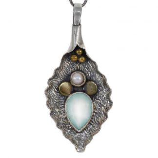 Сребърен медальон с фасетиран аква халцедон