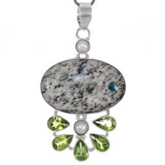 Сребърен медальон с К2, перидоти и перли