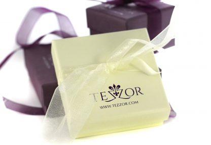 Вашето бижу ще пристигне в елегантна опаковка TEZZOR и със сертификат за качество.