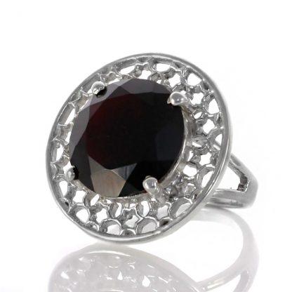 Сребърен пръстен с гранат