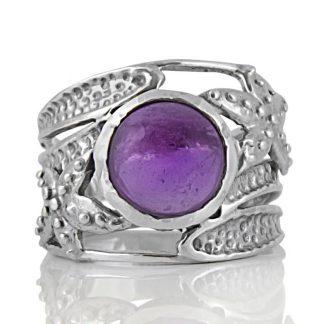 Сребърен пръстен с кабошон аметист в орнаментиран обков