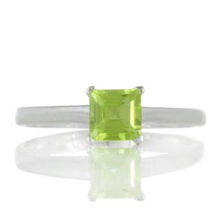 Малък сребърен пръстен с перидот
