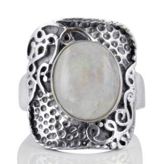 Пръстен с кабошон лунен камък в сребърен обков