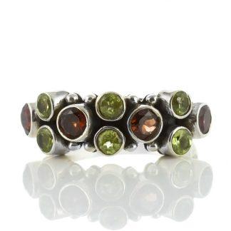 Сребърен пръстен с перидоти и гранати
