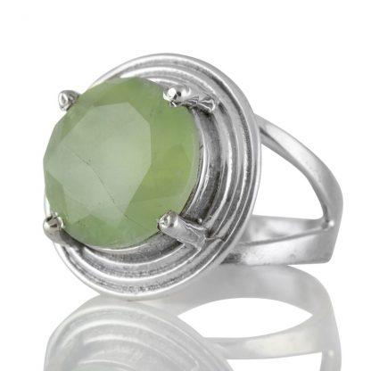 Сребърен пръстен с едър фасетиран пренит