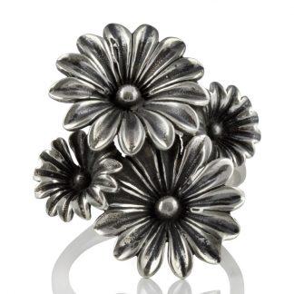 Сребърен пръстен с едри цветя